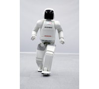 The new ASIMO is now capable of running at a speed of 6km/hour and of running in a circular pattern.
