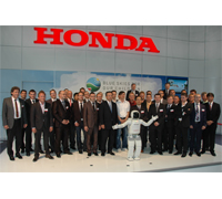 Group picture in the presence of Mr. Manabu Nishimae President of Honda Motor Europe.