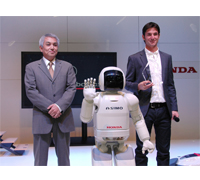 ASIMO and Honda Switzerland President, Mr. Hiroshi Nomura present Steve Guerdat with an award.