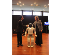 ASIMO greets Takashi Sekiguchi, President and CEO of Honda Canada, Inc., and Sandra Pupatello, Ontario Minister of Economic Development and Trade, while celebrating both 25 years of Honda manufacturing in Canada and the 25th anniversary of Honda's robotics research and development.