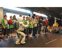 A series of interactive workshops and scientific demonstrations were organized for families, including two performances of ASIMO.