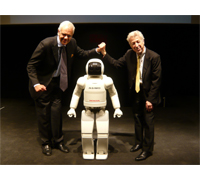 ASIMO traveled to Italy to appear in the opening ceremony of Futuro Remoto, the largest science festival in Southern Italy. During the ceremony ASIMO met Prof. Bruno Siciliano (shown left), Professor of Automatic Control at Naples University and Prof. Oussama Khatib, Professor of Computer Science at Stanford University (shown right), on stage.