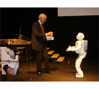 ASIMO traveled to Italy to appear in the opening ceremony of Futuro Remoto, the largest science festival in Southern Italy. During the ceremony ASIMO met Prof. Bruno Siciliano (shown here), Professor of Automatic Control at Naples University and Prof. Oussama Khatib, Professor of Computer Science at Stanford University, on stage.